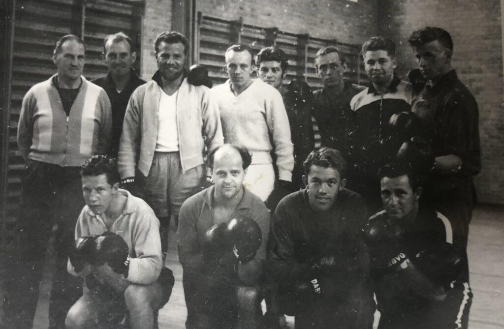 Fotogalleri med personer i 1940ernes FAK
